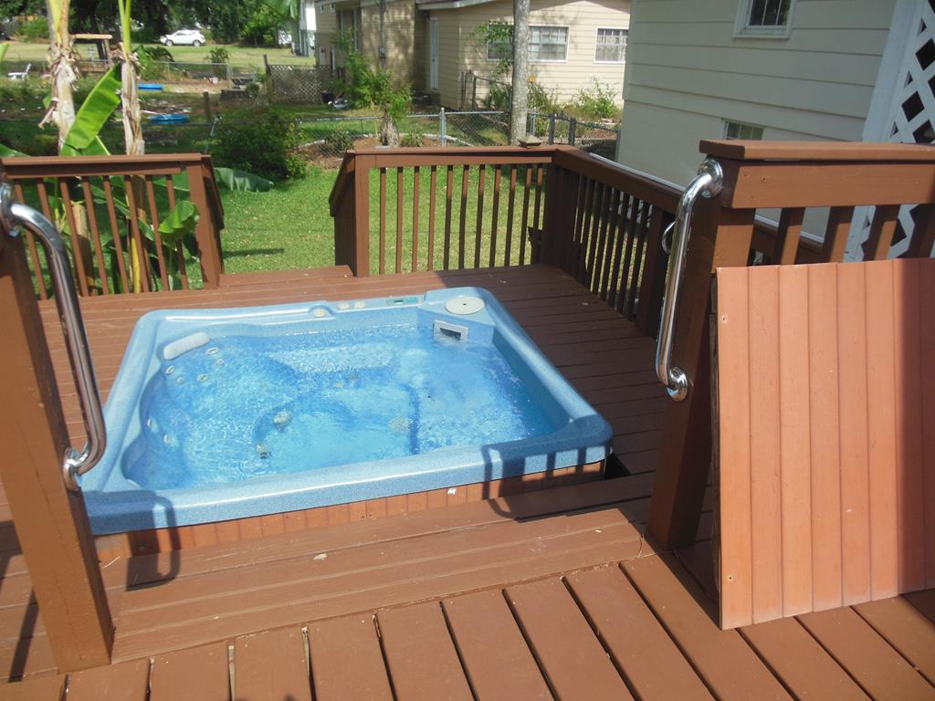 Lower Level Deck/ot Tub
