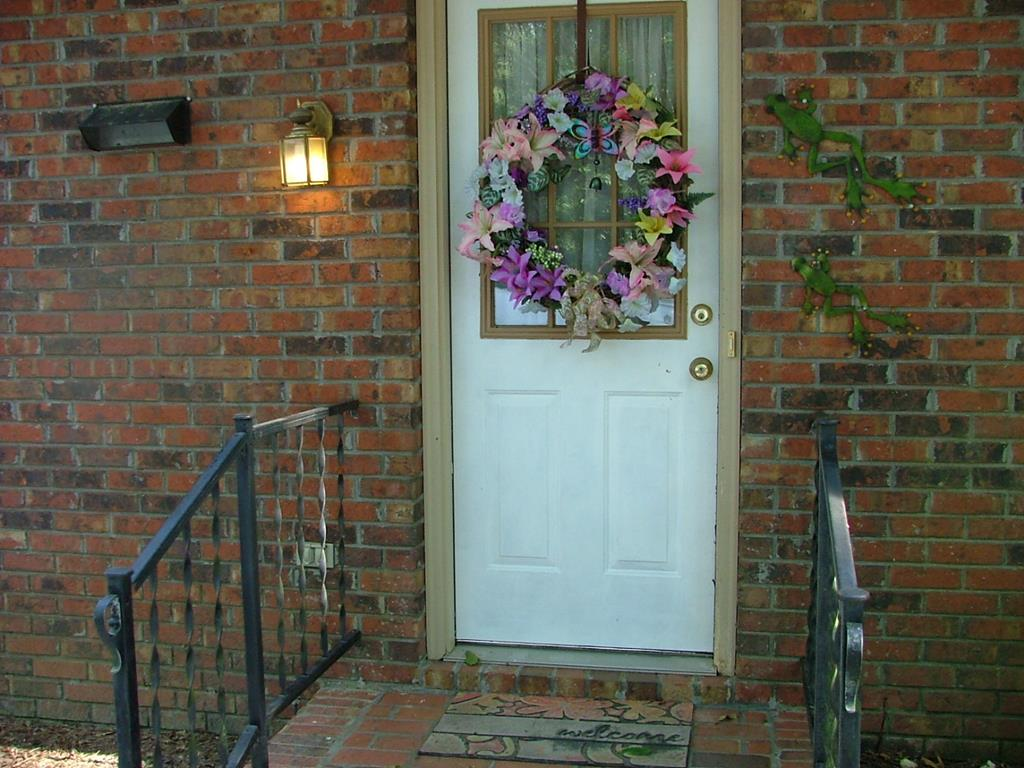 Entrance from Driveway to kitchen