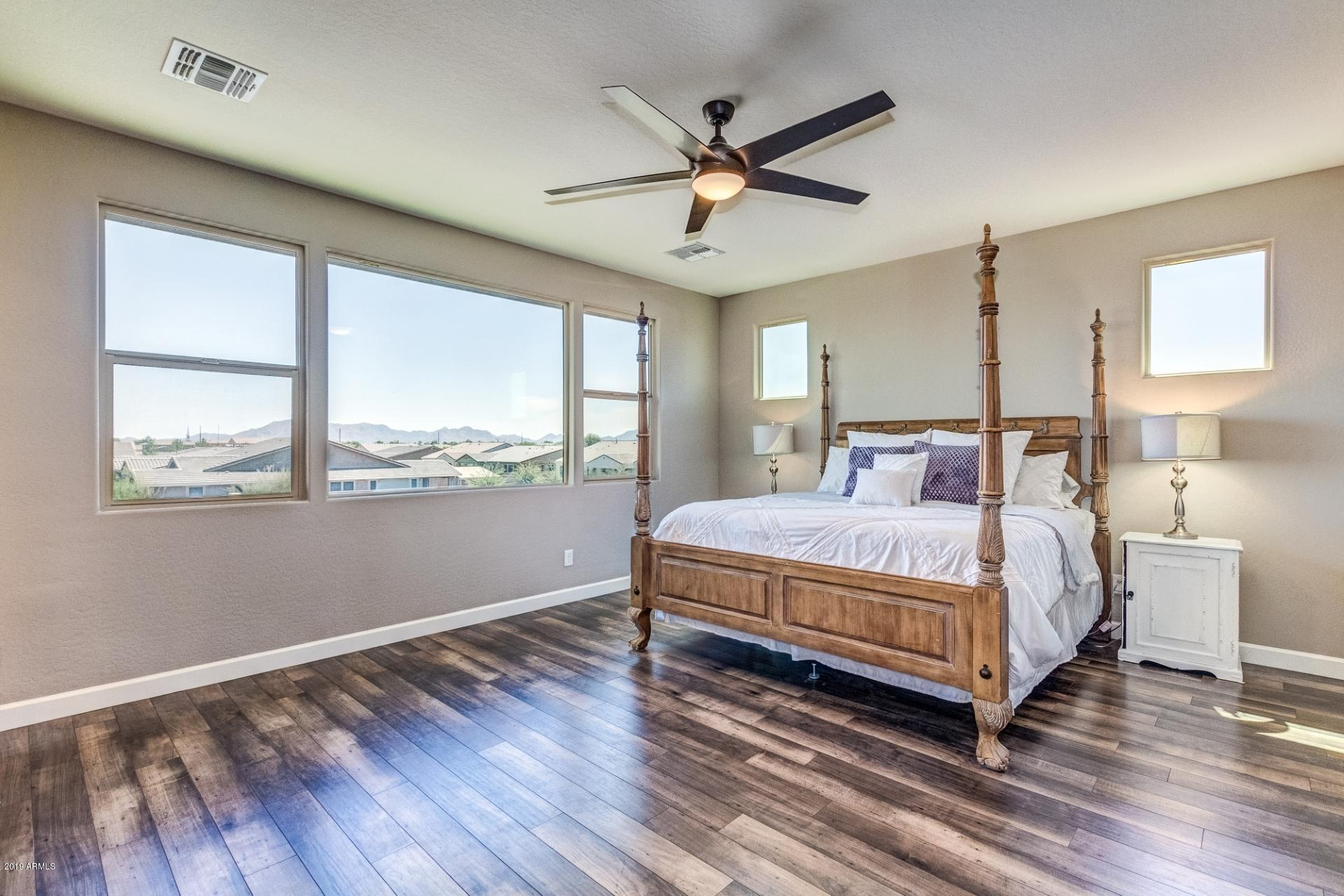 Master Suite w/Mountain Views!