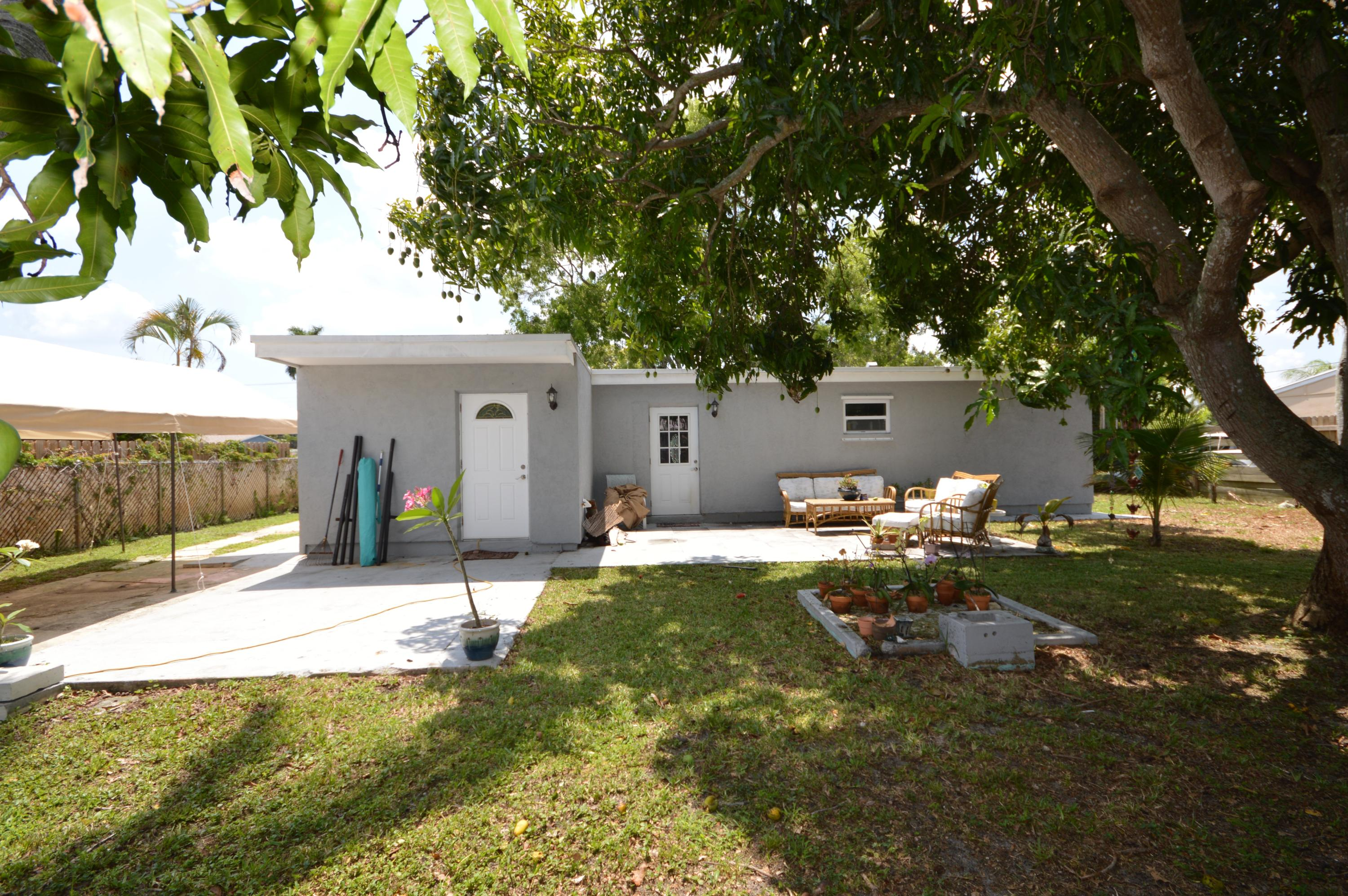 419 Cheyenne Drive, Lake Worth, Florida image 2