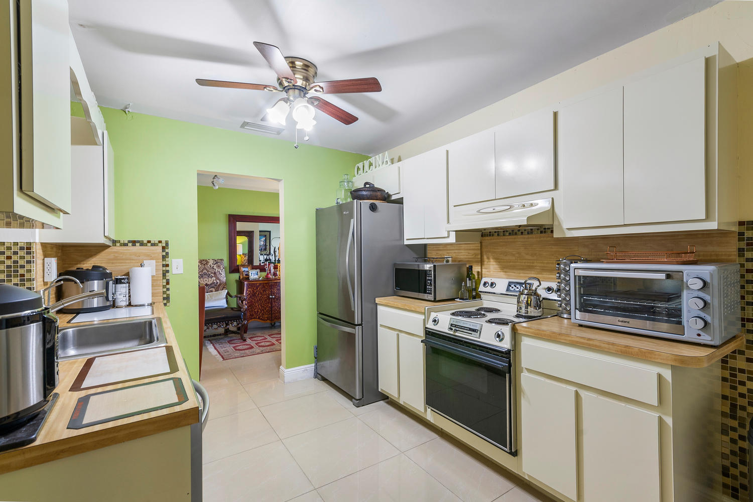 7204 NW 71st St-large-016-016-Kitchen-15