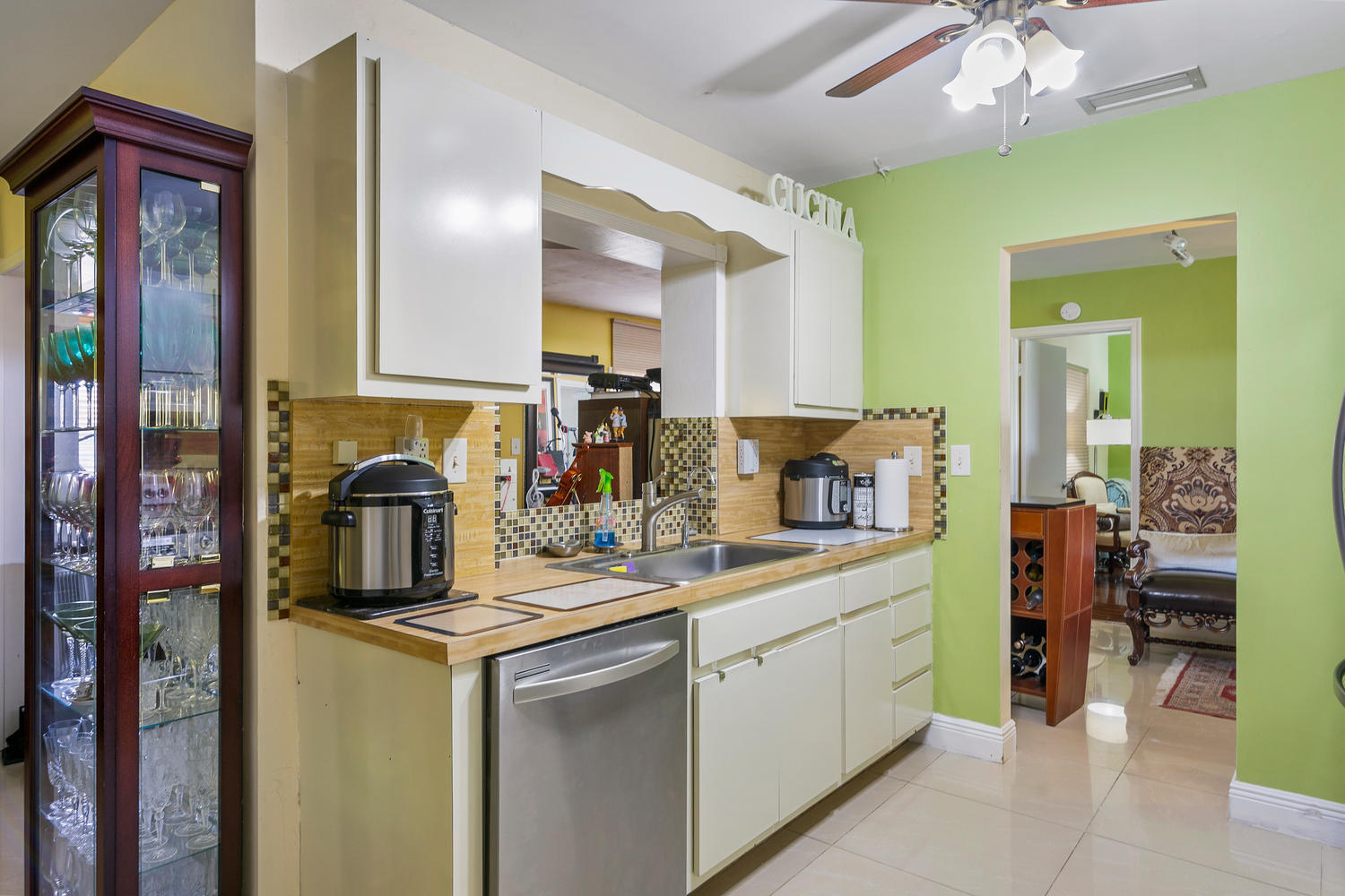7204 NW 71st St-large-017-017-Kitchen-15