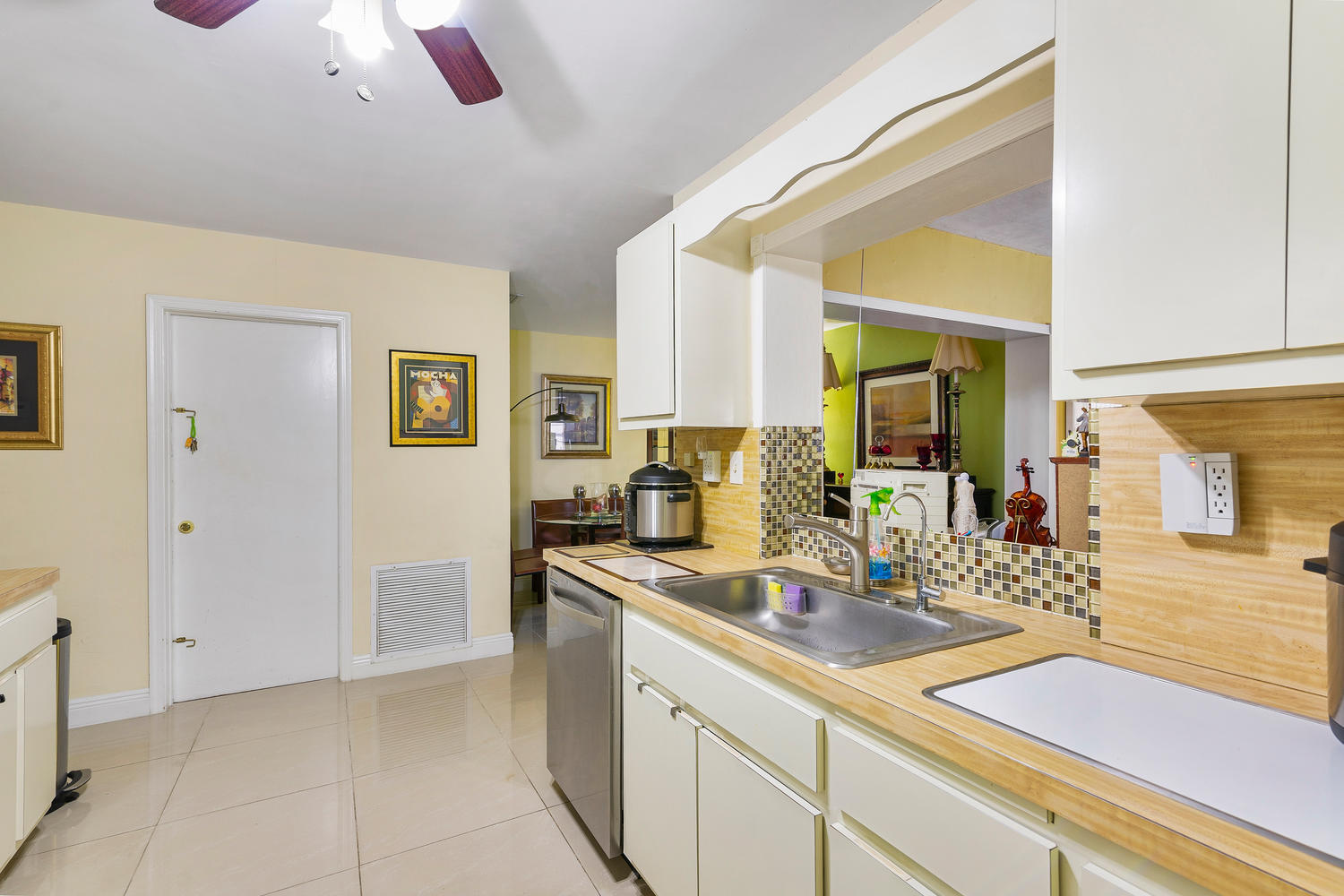 7204 NW 71st St-large-018-018-Kitchen-15