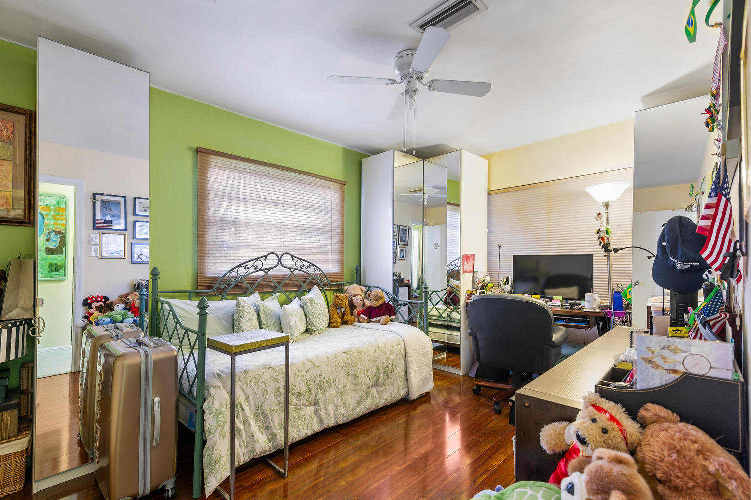 7204 NW 71st St-large-009-007-Bedroom-15