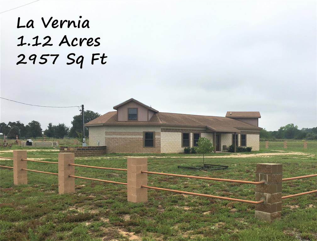 272 County Road 341  , La Vernia, Texas image 1