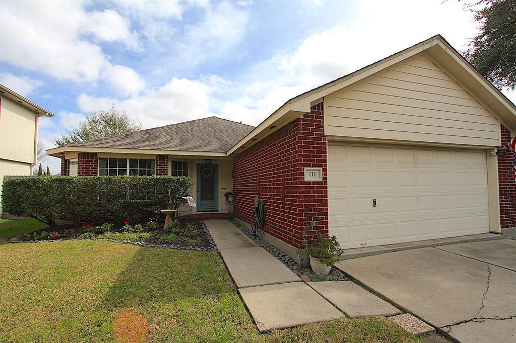 111 Mammoth Springs Lane , Dickinson, Texas image 1