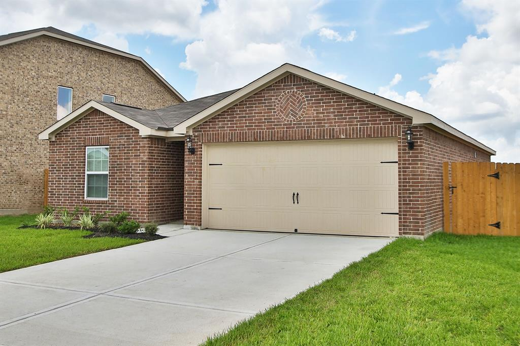 10806 Spring Brook Pass Drive , Humble, Texas image 1