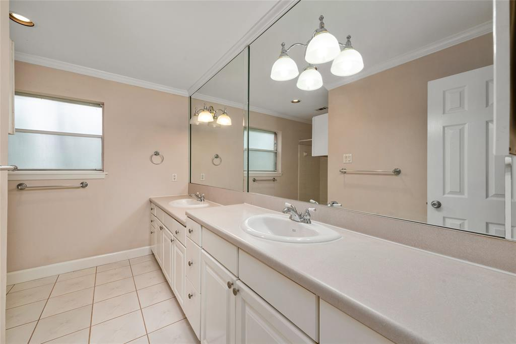 Lots of space here with dual sinks in the master bathroom