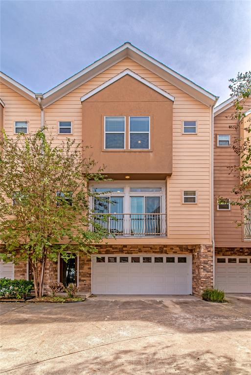 Welcome home!! midtown, 2 bed/2 bath in a secured gated community.