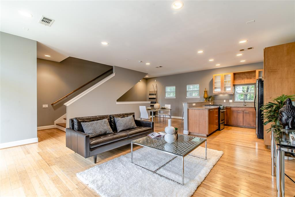 Spacious living room with a great daytime natural light.