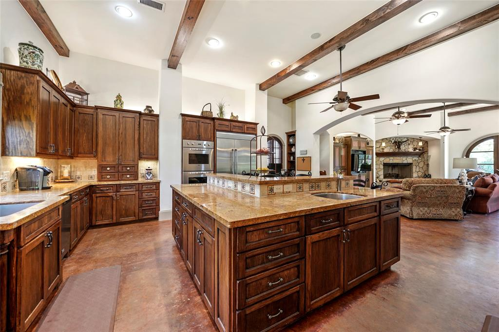 The Chef\'s Dream kitchen features 2 dishwashers, 2 full size sinks, 2 pull out trash bins, a Viking 6 gas burner stove, double ovens and warming bin.