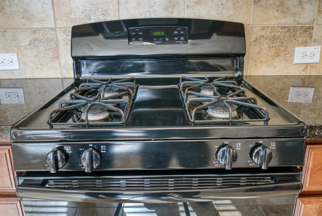 Gas Range is clean and ready for the new Cook!