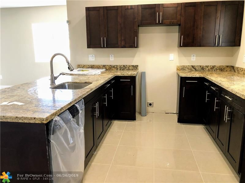 2898 NW 12th St, Fort Lauderdale, Florida image 6