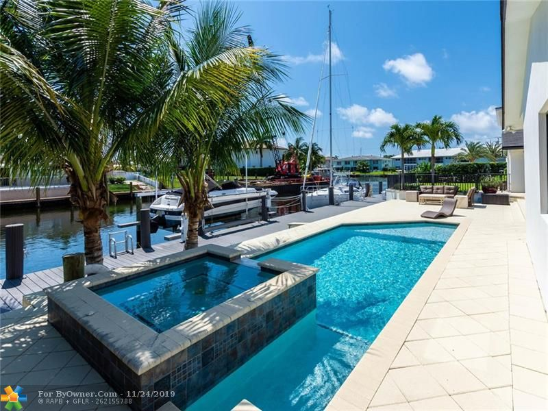 Spacious (A/C 3,336 sq. ft.) single story home on over sized lot just off South Grand Canal