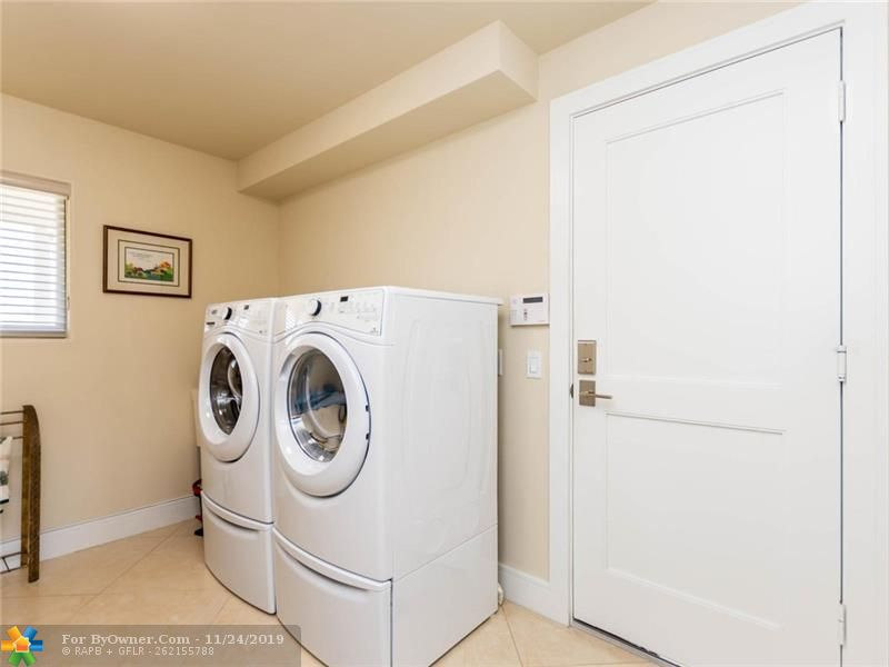Laundry room with soaking sink