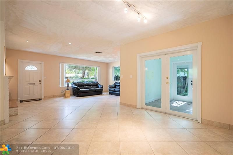 1026 Lincoln St, Hollywood, Florida image 7