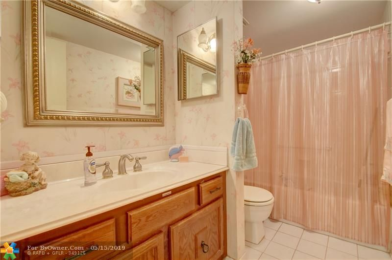 6105 Coral Lake Dr #105, Margate, Florida image 11