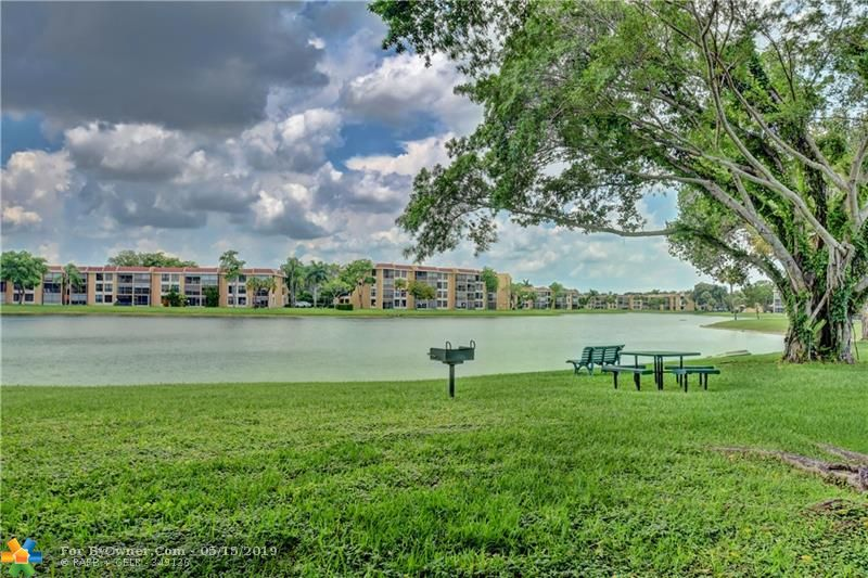 6105 Coral Lake Dr #105, Margate, Florida image 14