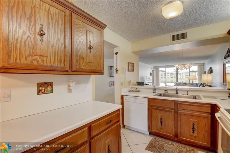 6105 Coral Lake Dr #105, Margate, Florida image 28