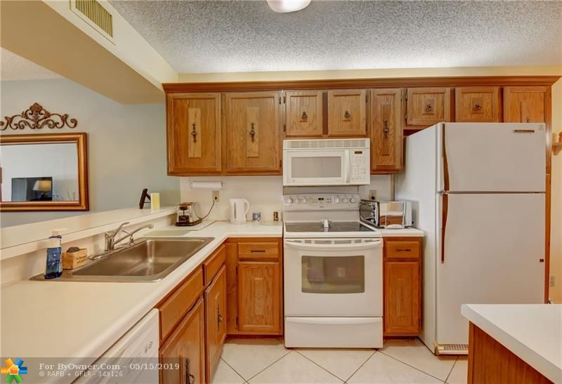 6105 Coral Lake Dr #105, Margate, Florida image 6