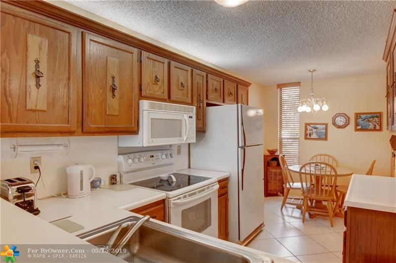 6105 Coral Lake Dr #105, Margate, Florida image 7