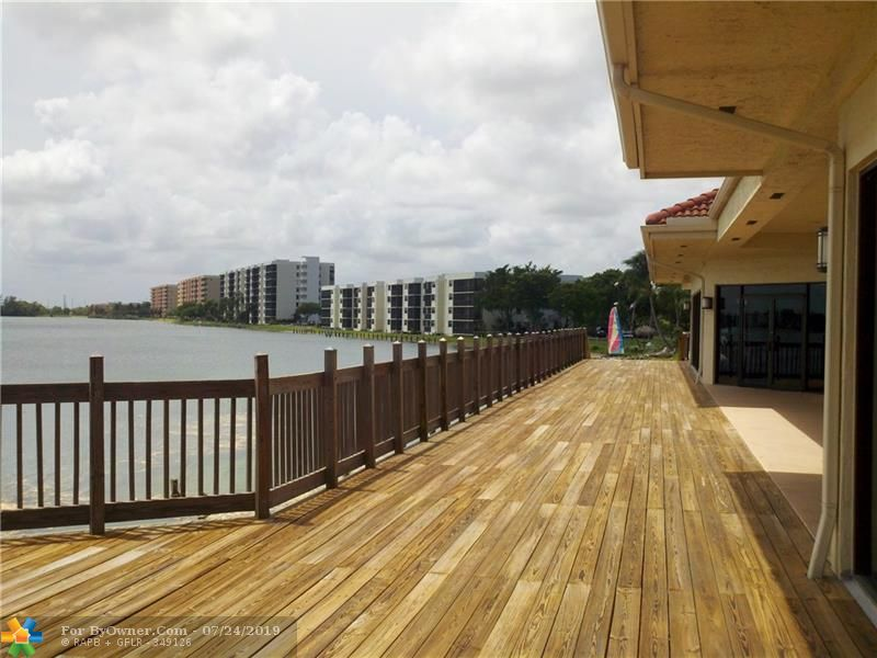 Clubhouse Deck