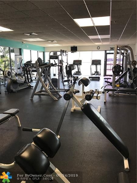 Well equipped 24/7 Gym