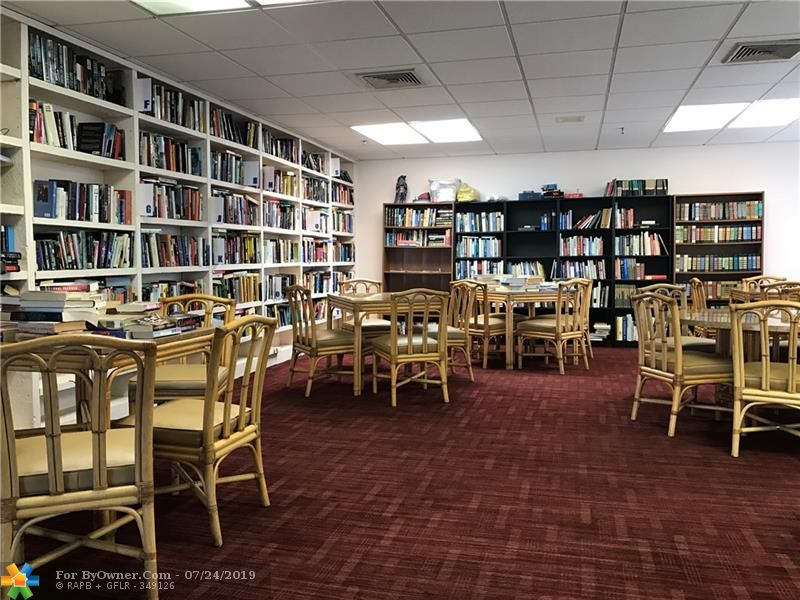 Clubhouse Library with Wifi