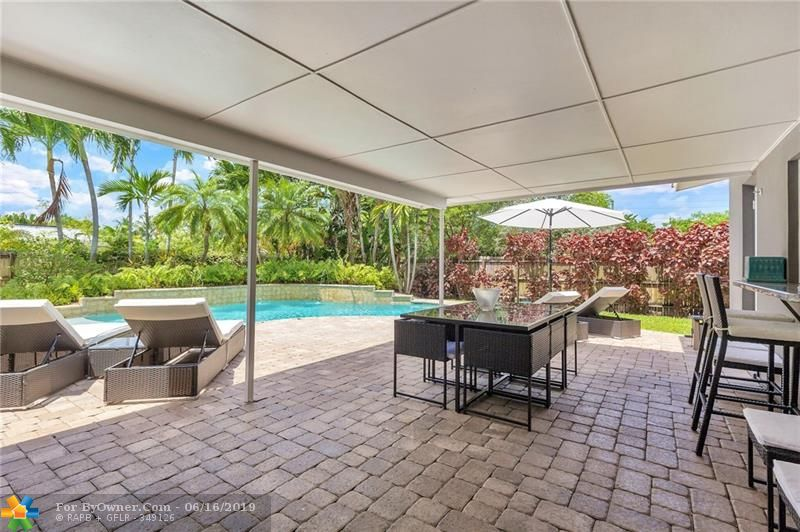 Covered Patio for outdoor dining/entertaining!