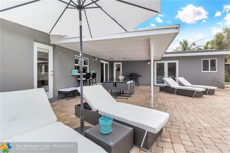Backyard Patio/Outdoor Dining & Relaxation