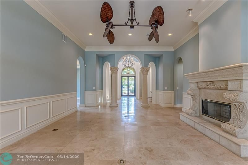 Bright and light with 12 ft ceilings