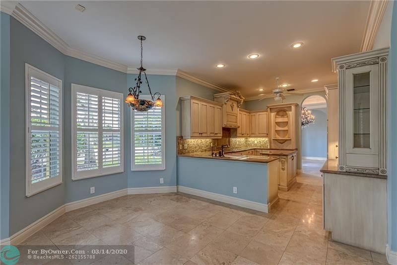Large and spacious and open breakfast and kitchen