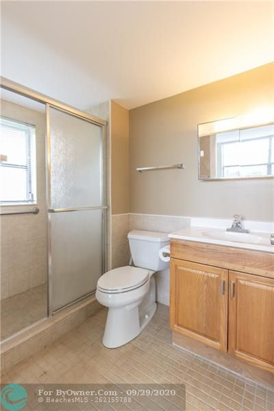 Large master BR with walk in closet