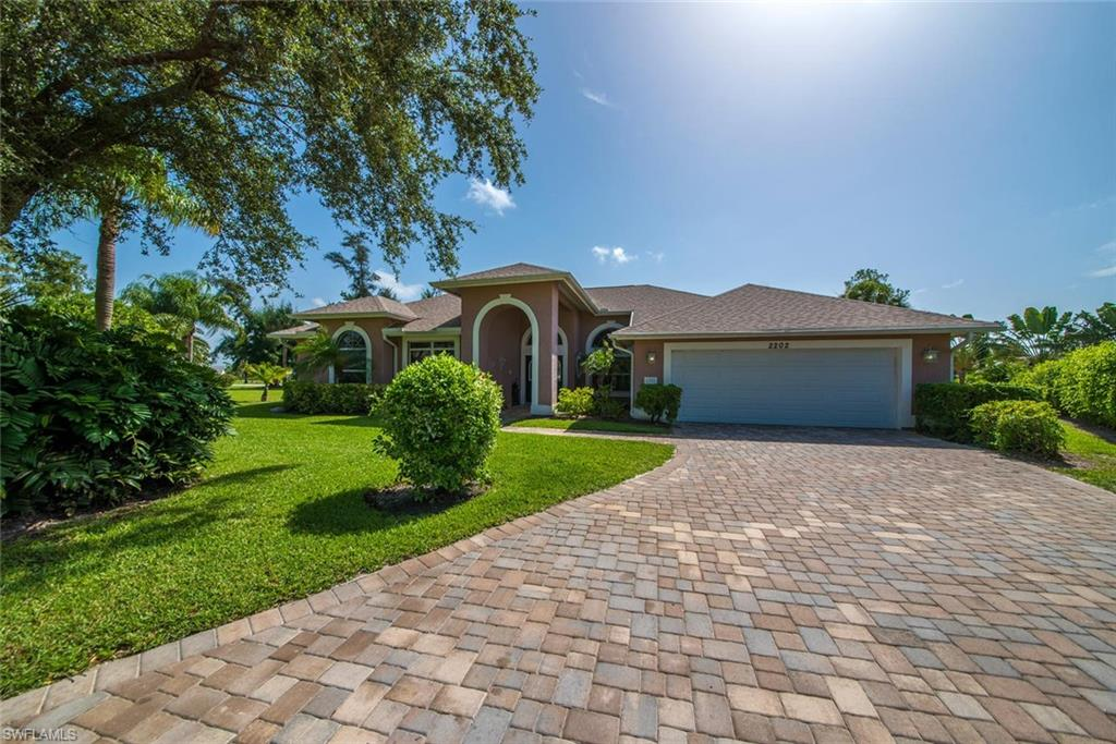 2202 Imperial Golf Course BLVD, NAPLES, Florida image 28