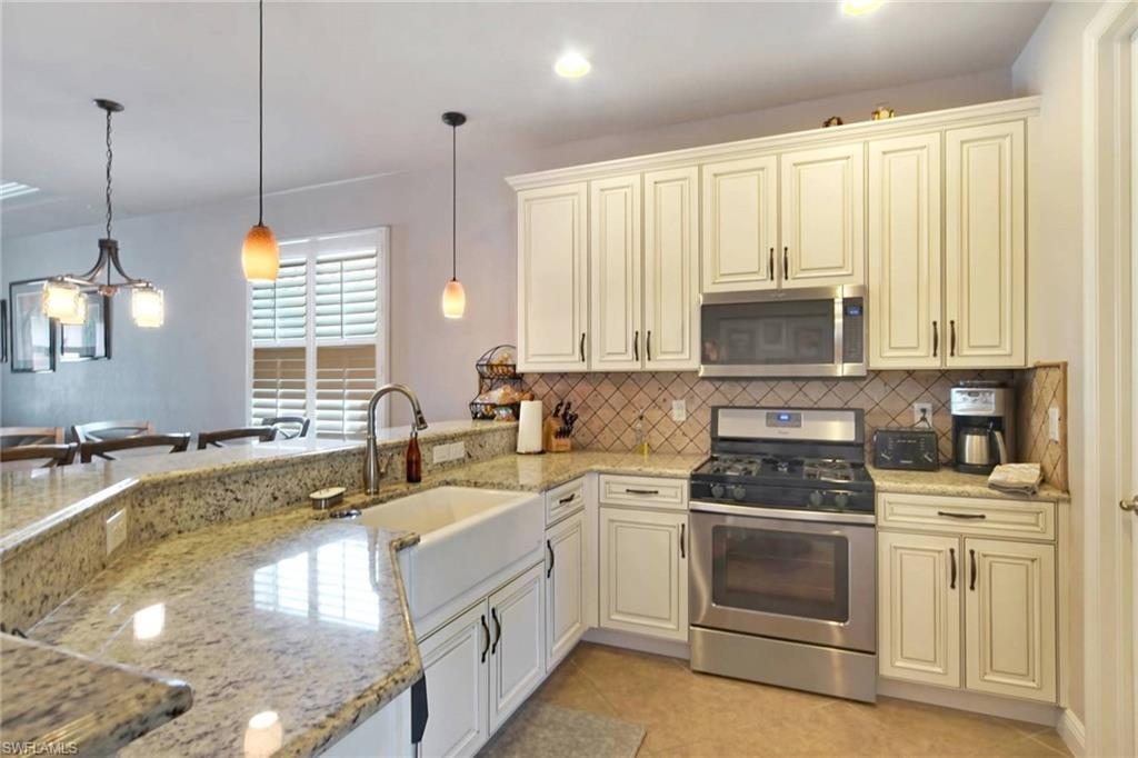 Level 5 Kitchen Cabinets with SS appliances, granite and huge sink!